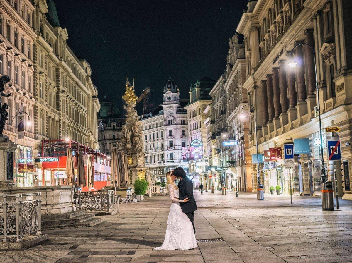 Casal tirou fotos de tirar o fôlego em 11 países diferentes para criar o melhor álbum de casamento 11