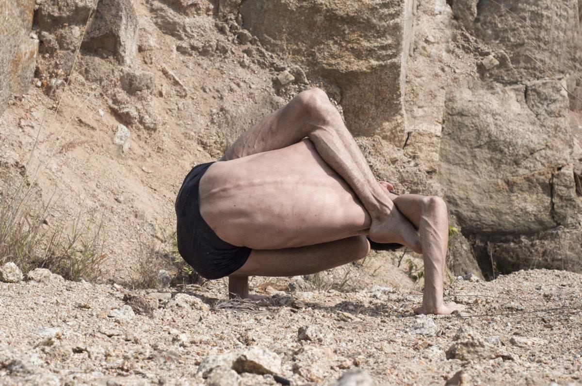 O contorcionista que transforma seu corpo no de um alien�gena 07