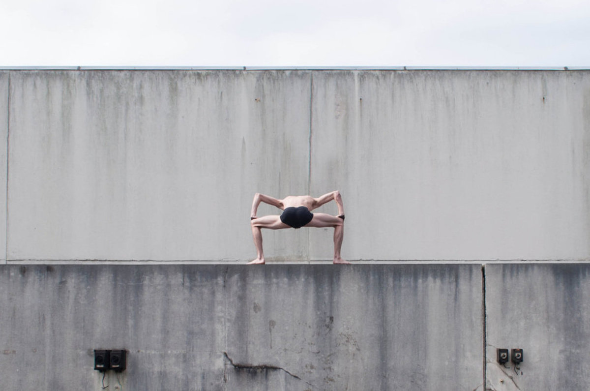 O contorcionista que transforma seu corpo no de um alien�gena 09