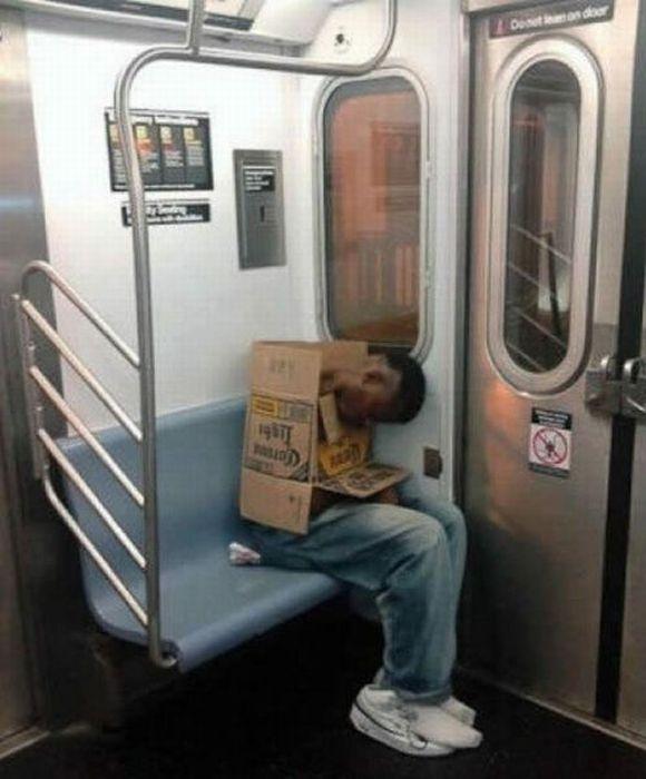 Gente esquisita dos transportes públicos 06