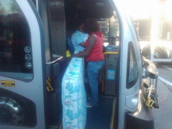 Gente esquisita dos transportes públicos 08