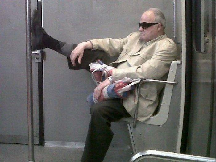 Gente esquisita dos transportes públicos 24