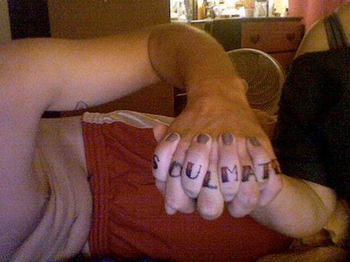 Tatuagens de casal terríveis 02