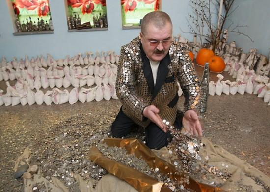 Tio Patinhas russo tem uma coleção de 5 milhões de moedas 04