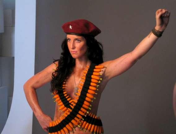 Neta de Che fotografa nua para começar a revolução vegetariana