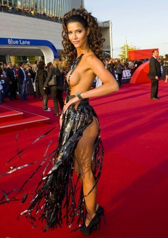 """Micaela Schaefer usando um vestido sexy na première de """"Men in Black"""" 3 na Alemanha 03"""