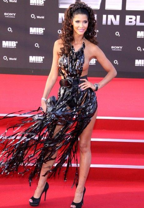 """Micaela Schaefer usando um vestido sexy na première de """"Men in Black"""" 3 na Alemanha 05"""