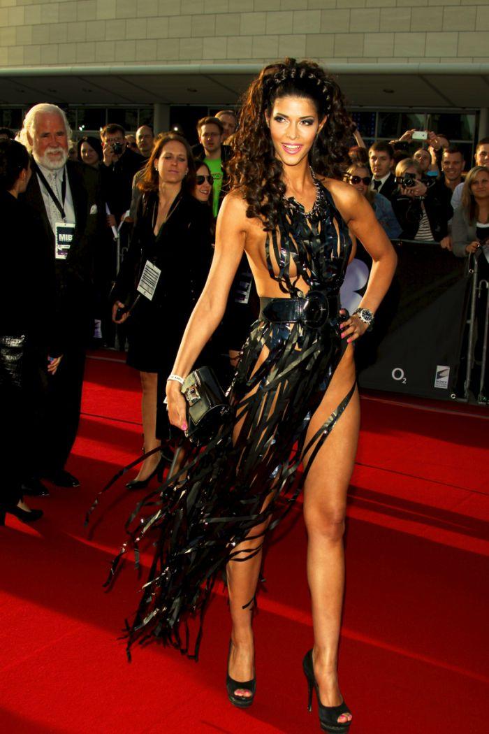"""Micaela Schaefer usando um vestido sexy na première de """"Men in Black"""" 3 na Alemanha 07"""