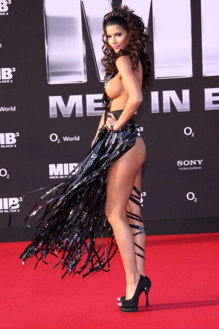 """Micaela Schaefer usando um vestido sexy na première de """"Men in Black"""" 3 na Alemanha 11"""
