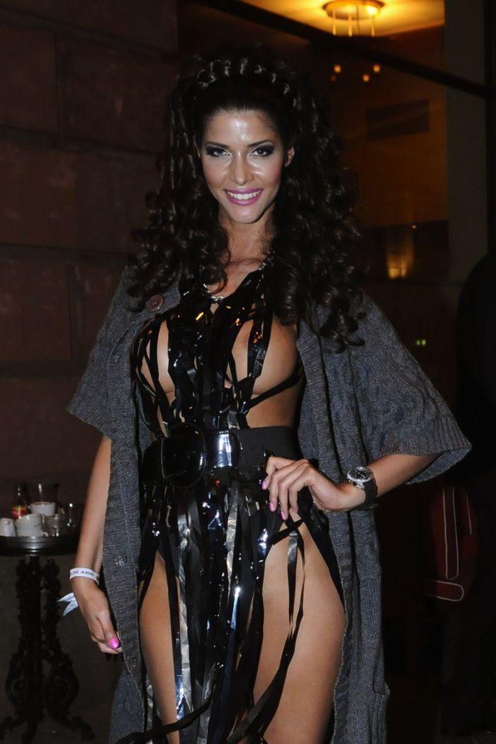 """Micaela Schaefer usando um vestido sexy na première de """"Men in Black"""" 3 na Alemanha 13"""