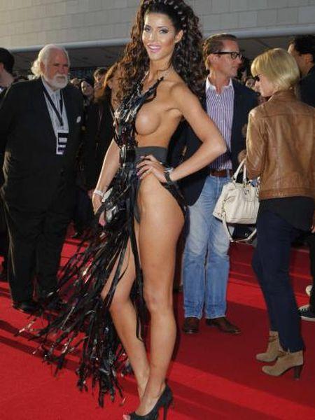 """Micaela Schaefer usando um vestido sexy na première de """"Men in Black"""" 3 na Alemanha 14"""