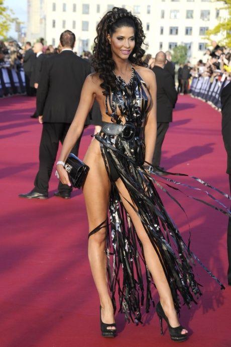 """Micaela Schaefer usando um vestido sexy na première de """"Men in Black"""" 3 na Alemanha 17"""