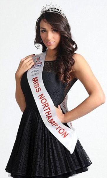 Candidata a Miss Inglaterra perde peso googleando 15