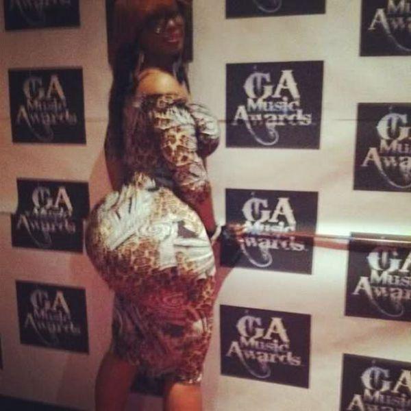 Pebbelz da Model, a mulher que tem o maior pandeiro do mundo 24