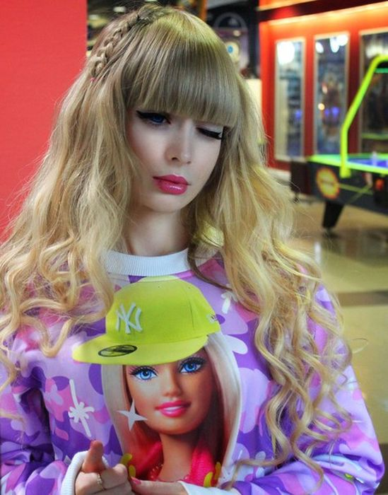 Mais fotos de Angelika Kenova, a boneca Barbie russa do mundo real 28