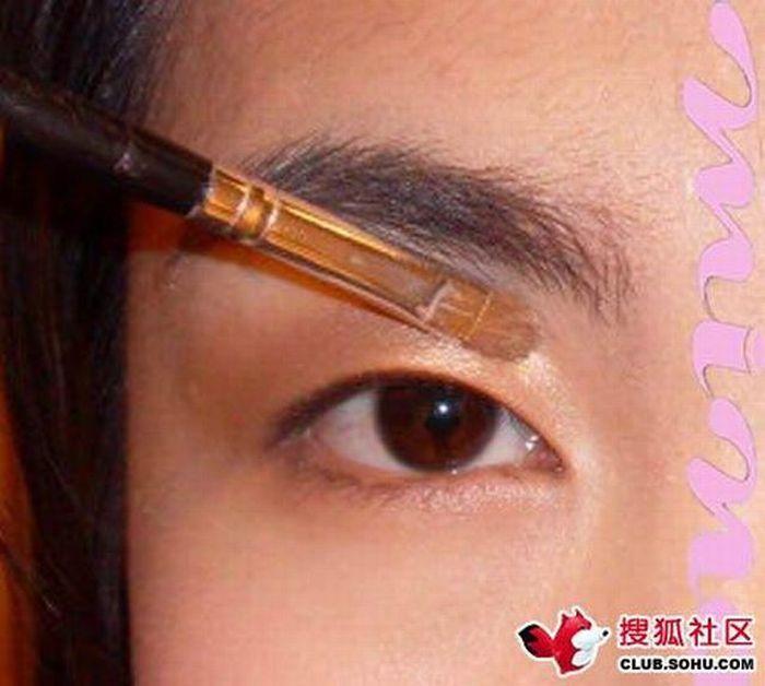 Gatinha asiática antes e depois da maquiagem