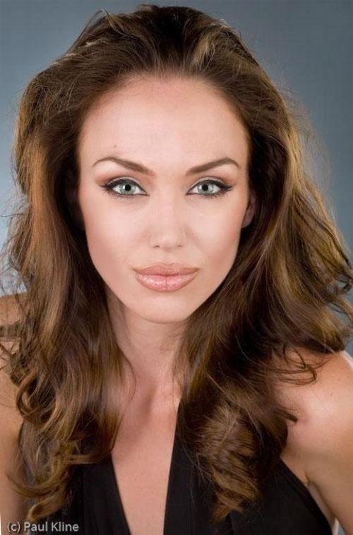 Tiffany Claus, a irmã gêmea que Angelina nunca teve 04