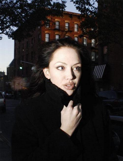 Tiffany Claus, a irmã gêmea que Angelina nunca teve 05