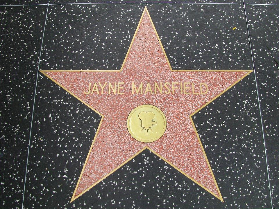 Jayne Mansfield: vida, morte e fantasmas da loira que queria ser Marilyn