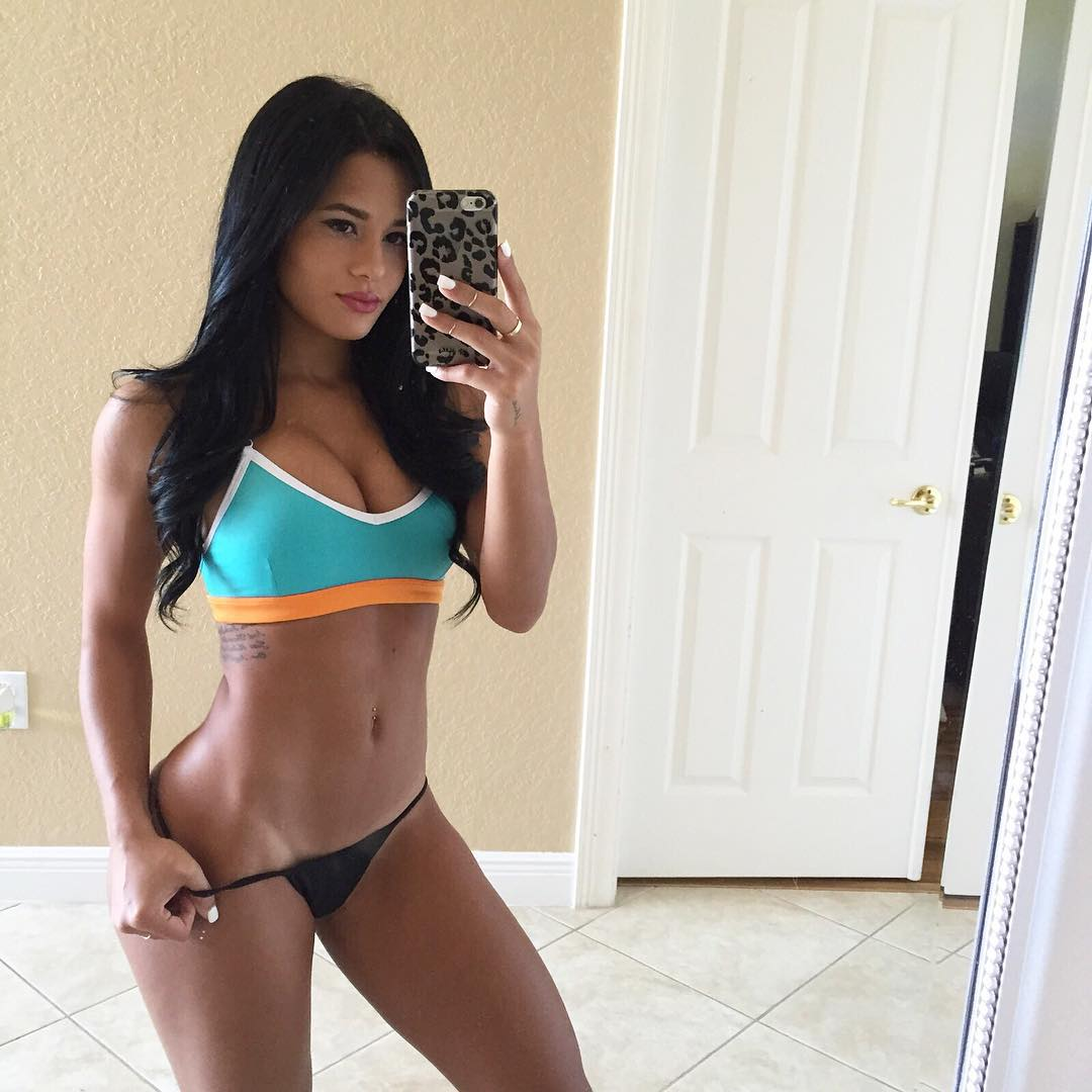 Esta moça motivacional convida você a fazer alguns exercícios