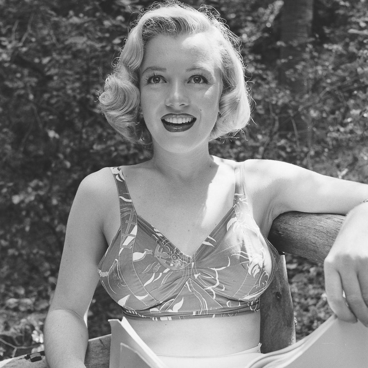 Fotos raras de Marilyn Monroe caminhando no bosque antes de ser famosa 07