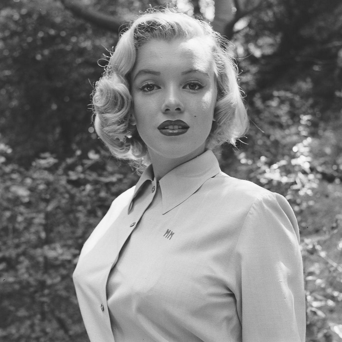 Fotos raras de Marilyn Monroe caminhando no bosque antes de ser famosa 12