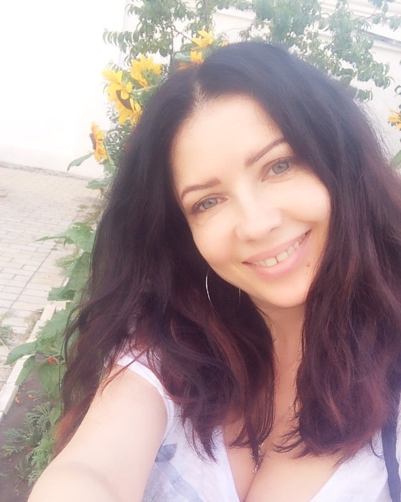 Cantora ucraniana é presa na Turquia por parecer muito jovem 02