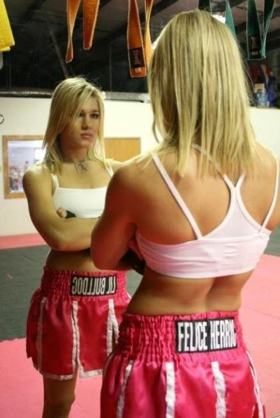 As sexy lutadoras do MMA 58