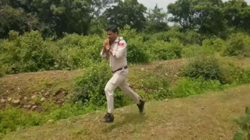 Índia tem novo herói: polícial correu 1 km com uma bomba para proteger 400 crianças