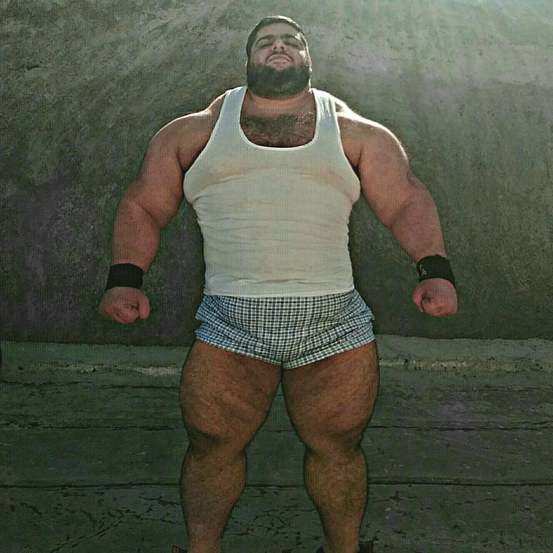 Pensa num cara grande: Hulk existe e é iraniano 10