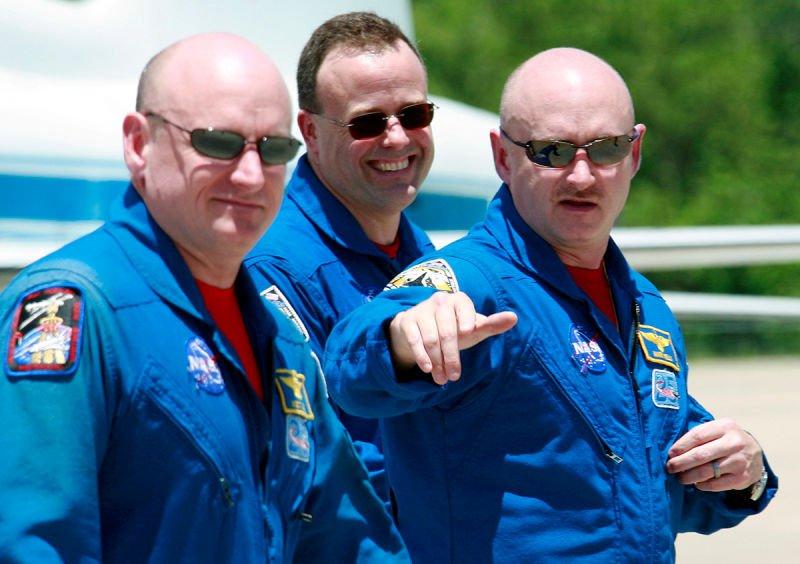 Um destes gêmeos viajou ao espaço e voltou diferente de seu irmão 07