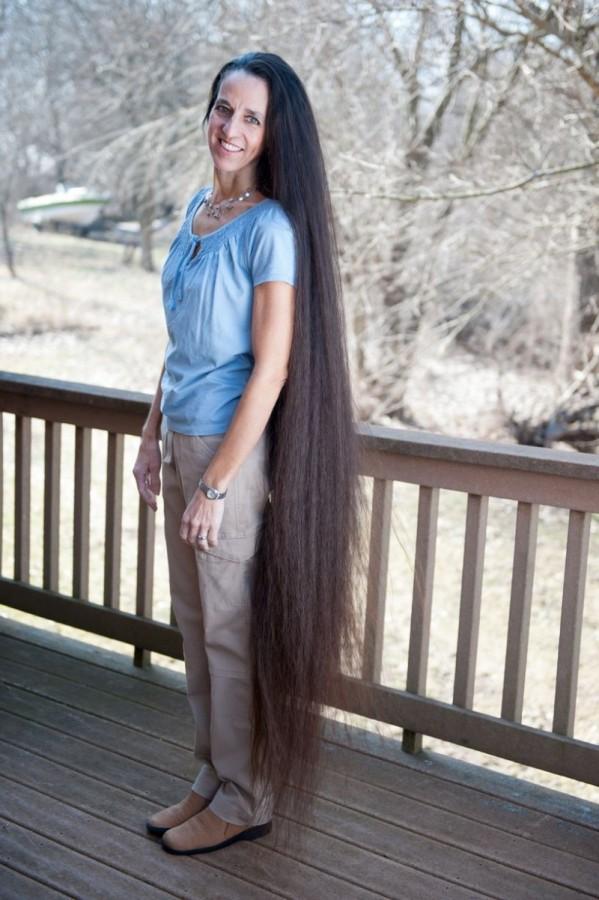 A família Rapunzel, o comprimento combinado de seu cabelo atinge os 4 metros 03