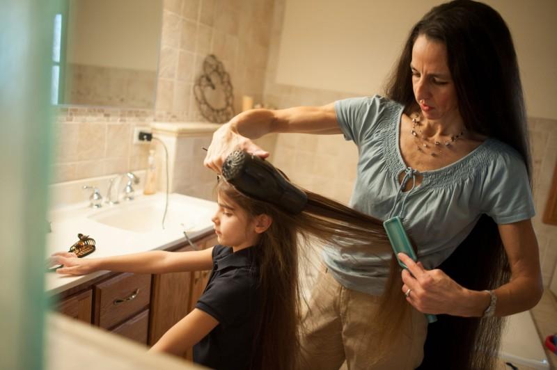 A família Rapunzel, o comprimento combinado de seu cabelo atinge os 4 metros 06