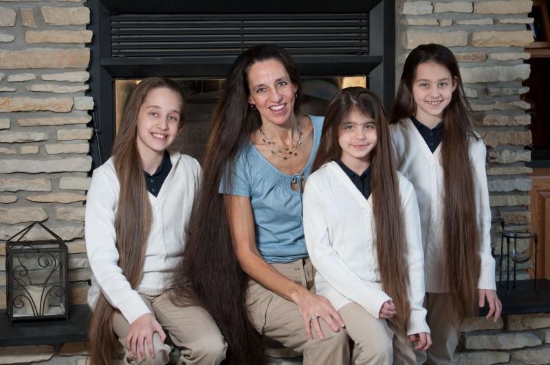 A família Rapunzel, o comprimento combinado de seu cabelo atinge os 4 metros 12