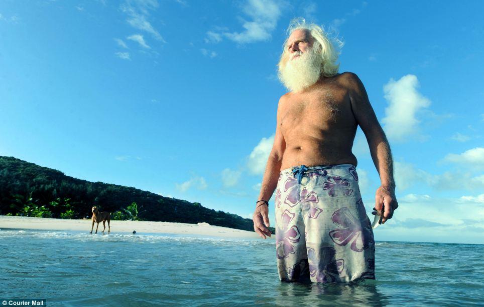 Robinson Crusoe australiano vive há 20 anos em uma ilha só com seu cão 03