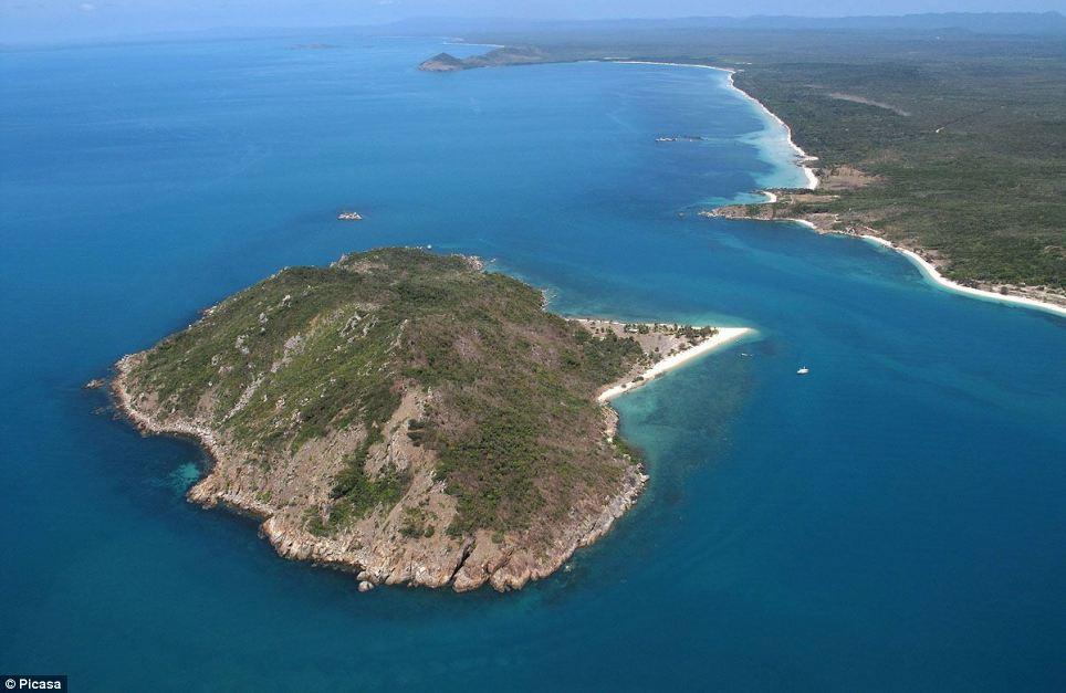Robinson Crusoe australiano vive há 20 anos em uma ilha só com seu cão 04