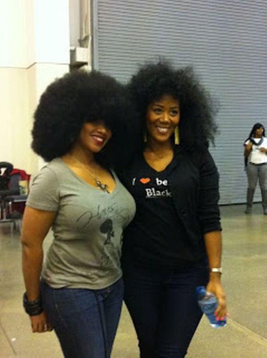 Conheça Aevin Dugas, a orgulhosa dona do maior penteado afro do mundo 04