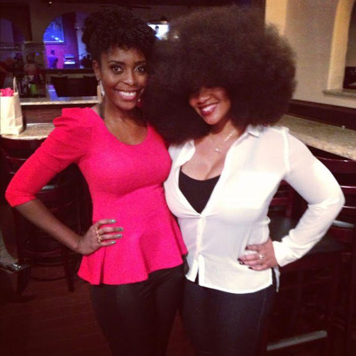 Conheça Aevin Dugas, a orgulhosa dona do maior penteado afro do mundo 08