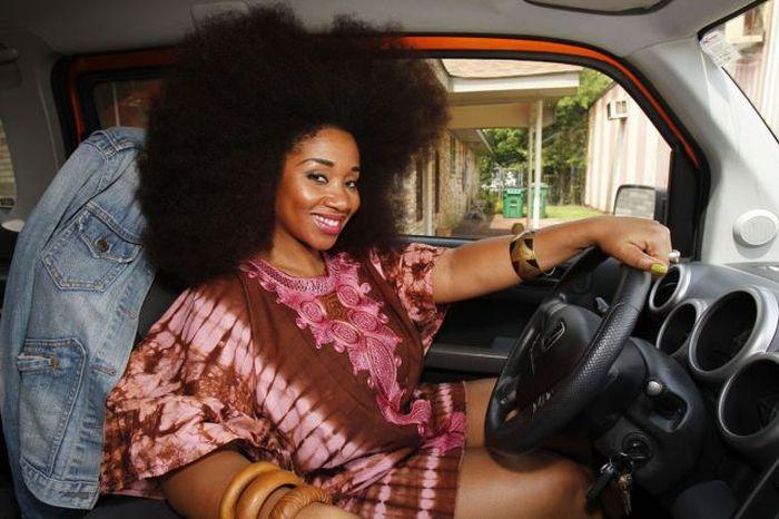 Conheça Aevin Dugas, a orgulhosa dona do maior penteado afro do mundo 14