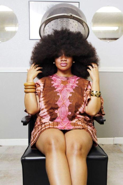Conheça Aevin Dugas, a orgulhosa dona do maior penteado afro do mundo 15