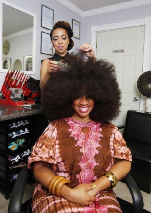 Conheça Aevin Dugas, a orgulhosa dona do maior penteado afro do mundo 16
