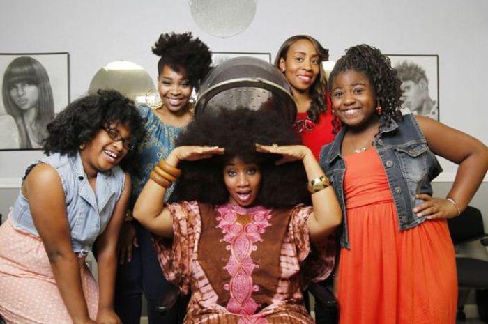 Conheça Aevin Dugas, a orgulhosa dona do maior penteado afro do mundo 18