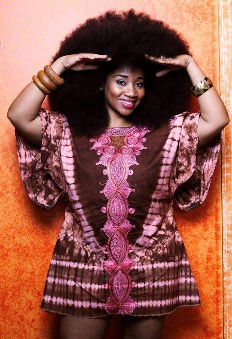 Conheça Aevin Dugas, a orgulhosa dona do maior penteado afro do mundo 21