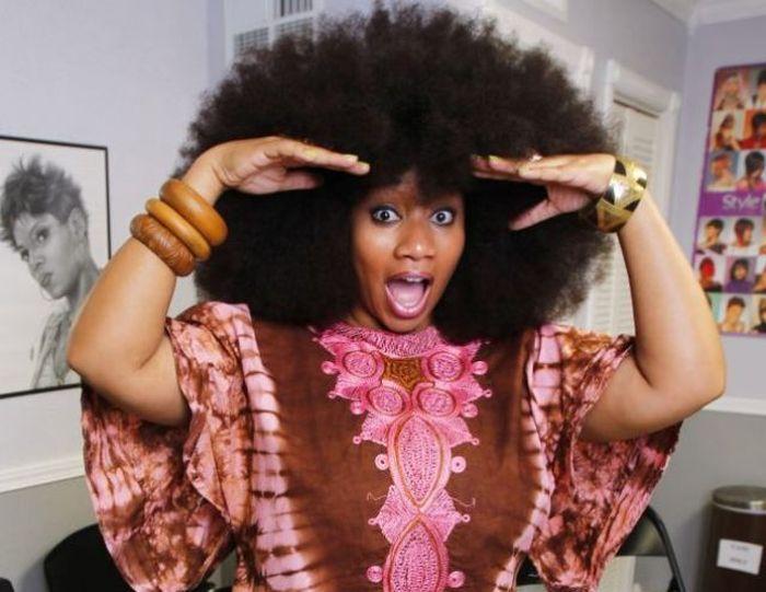 Conheça Aevin Dugas, a orgulhosa dona do maior penteado afro do mundo 22
