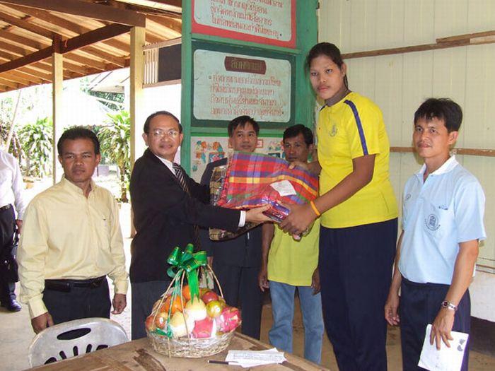Malee Duangdee, a jovem mais alta do mundo 06