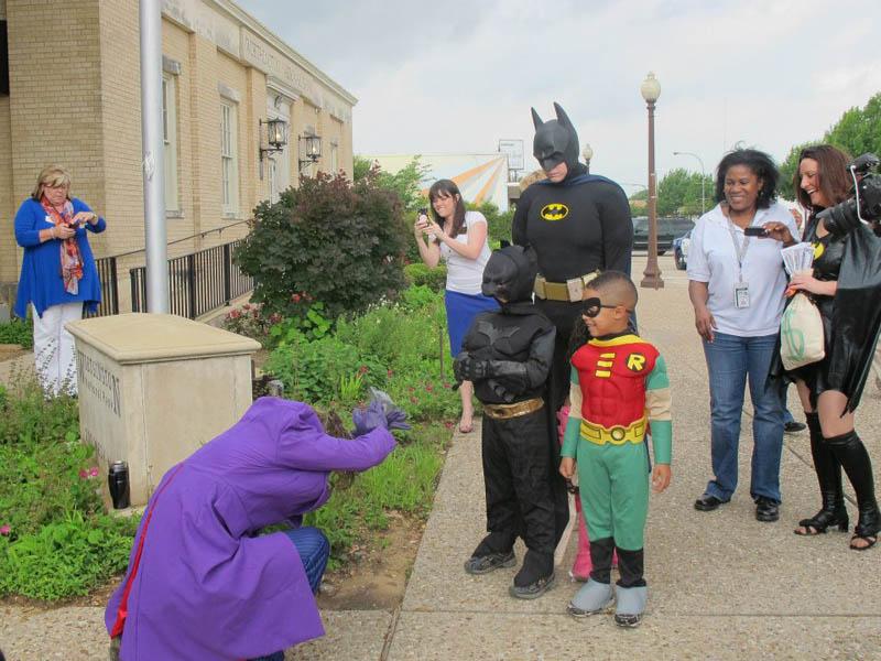 Garotinho com leucemia vive dia de Batman  04