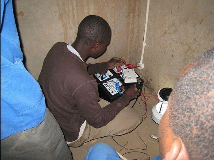 O rapaz que cria correntes de eletricidade e esperança 01