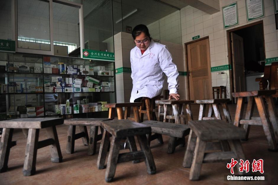 Médica sem pernas desgasta 24 banquetas de madeira em 15 anos atendendo chamados médicos 06
