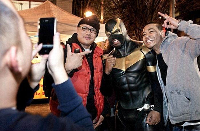 Super-heróis da vida real: Super-Vaclav e Phoenix Jones 02
