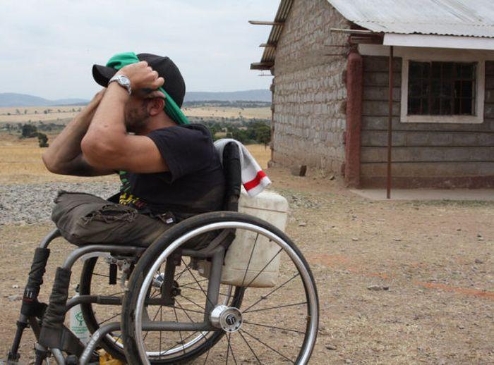 A história em fotos de Spencer West, o homem que venceu o Kilimanjaro com as mãos 19